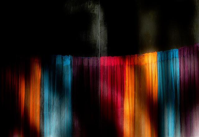 343-A-Robesdecolors De l'abstracció a la figuració - Fotografies de Josep Maria March