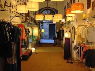 nuevo-punto-venta-el-petit-coshop-gemma-povo-L-BXCuM8 Ruta pel carrer Banys Nous