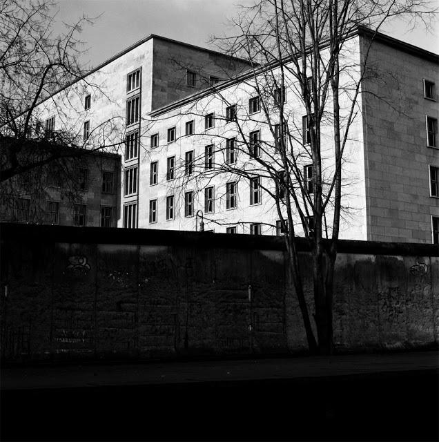 artxtu-sanz-arquitecturaberlin2 Cicle de fotografia (II): Manel Sanz, la textura del temps