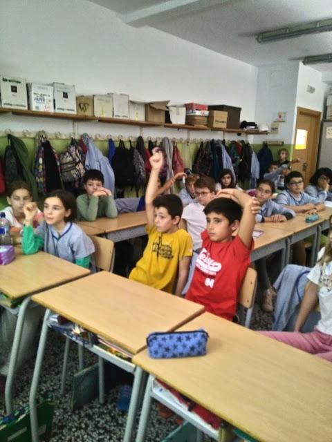 artxtu_alumnesvoramar ARTxTu fa formació a l'Escola Voramar - Com mirar un quadre?