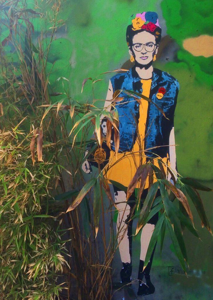 IMG_2616-1-727x1024 TVBoy - Street Art - Petons al mig del carrer