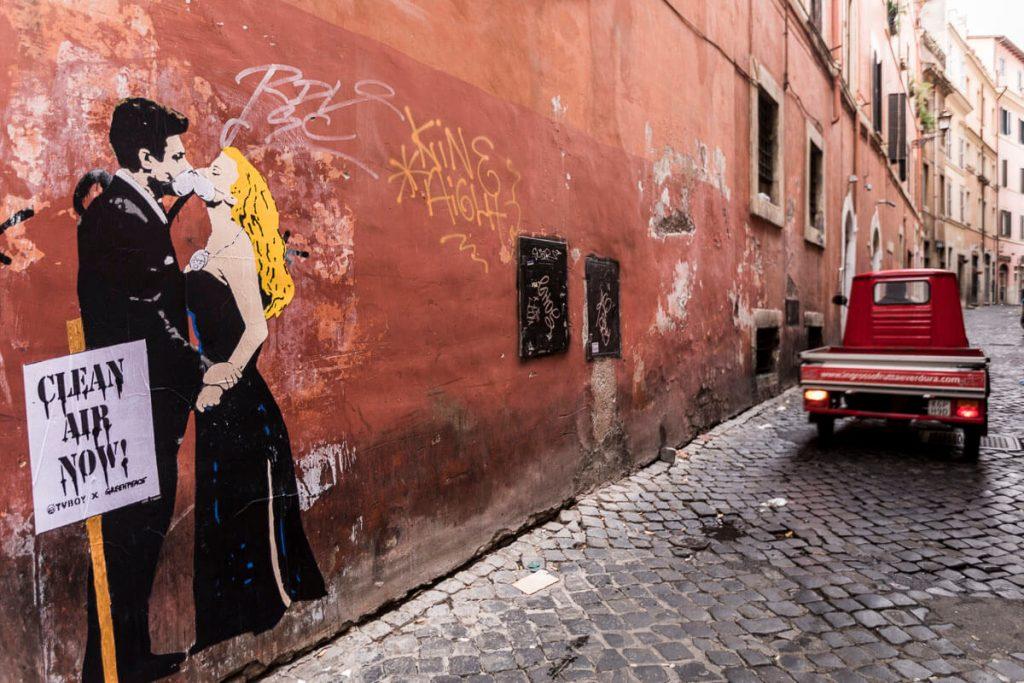 image010-1024x683 TVBoy - Street Art - Petons al mig del carrer
